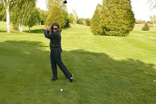Jessica playing golf
